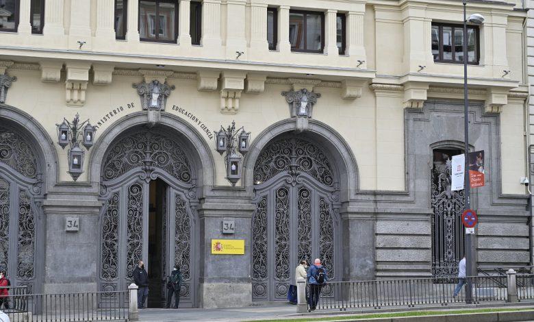 وزارة التعليم في مدريد بعدسة موسى الجمعات