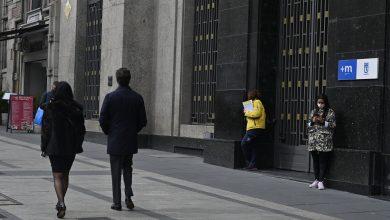 صورة من امام احد المراكز الحكومية في مدريد بواسطة موسى الجمعات